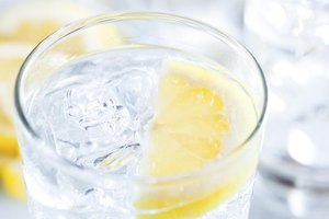 How to Drink Lemon Water While Pregnant