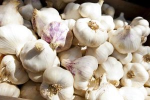 How to Take Garlic for Colon Cleansing