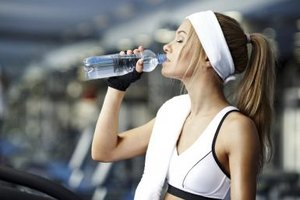 Does Drinking Water Help Cut Fat in the Body?