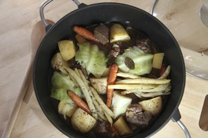 How to Make Beef Soup Stock With Prime Rib Bones