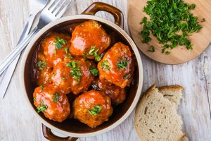 How to Make Sure Meatballs Do Not Fall Apart in a Crock…