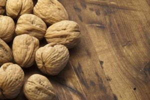 What are the Health Benefits of English Walnuts vs. Bla…