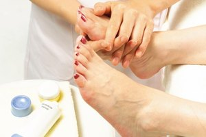 How Long Does It Take to Dry Your Toenails After a Pedi…