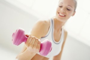 How Much Muscle Can a Woman Gain With Strength Training…