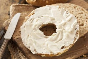 How Many Calories Are in a Plain Bagel With Cream Chees…