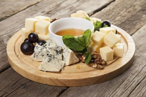 What Cheese Can People With Migraines Eat?