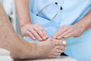 How to Diagnose a Big Toe Sprain
