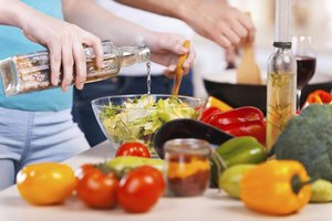What Are the Benefits of Red Wine Vinegar & Oil Dressin…