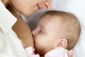 What Can I Eat for My Breast-fed Baby to Have a Bowel M…