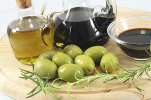 The Calories in Balsamic Vinegar Salad Dressing