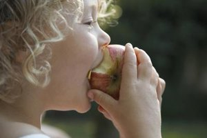 How to Eliminate Gas and Bloating by Eating Apples