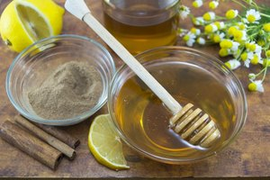 Side Effects of Drinking Cinnamon & Honey Water