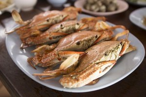 How to Cook Frozen & Uncooked Dungeness Crab Legs