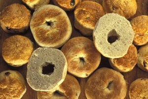 How Many Calories Are in a Bagel With Butter & Cream Ch…