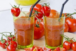 What Is the Nutritional Difference Between V8 & Tomato …