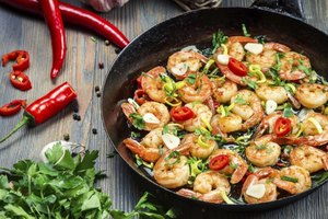How to Cook Shrimp With Vinegar & Water