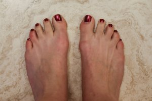 How to Use Tea Soaking for Foot Odor