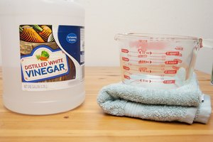How to Restore Dry Hair With Vinegar