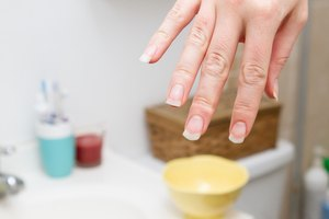 How to Repair Your Fingernails After Fake Nails