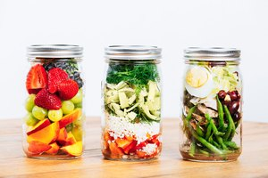 10 Mason Jar Salads That Will Make Your Co-Workers Jeal…