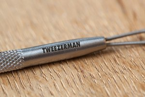 How to Use the Tweezerman Blackhead Remover