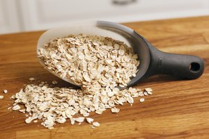 How to Make an Easy Three-Step Oatmeal Facial Mask