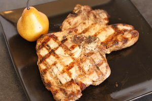 How to Cook Tender and Juicy Pork Chops on the Grill