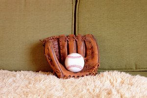 How to Fit Baseball Gloves