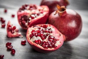 How to Eat a Pomegranate Fruit