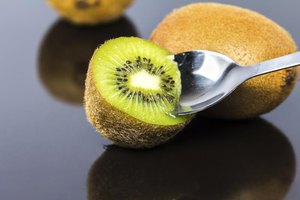 4 Ways to Eat a Kiwi