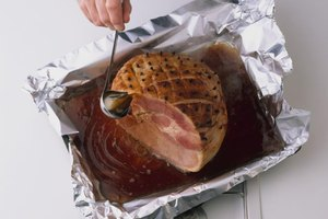 How to Cook a Moist Ham With Foil