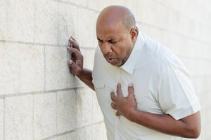 3 Ways to Diagnose Chest Pain and Burping