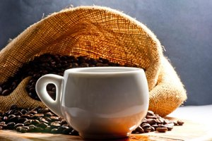 Should I Avoid Drinking Coffee While on a Low-Carb Diet…