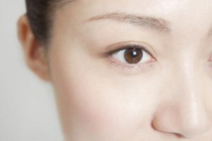 Free Face Exercise Tips to Tighten Around the Eyes