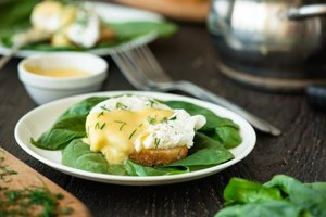 How to Cook Poached Eggs Using a Metal Poacher