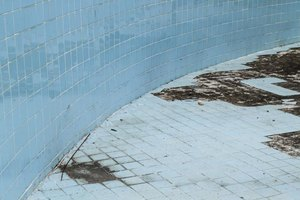 How to Repair a Swimming Pool Crack