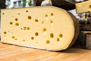 Swiss vs. Cheddar Cheese Nutrition Information