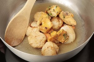 How to Cook Scallops in Butter
