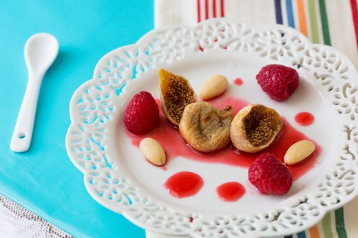 2. Fresh Figs With Raspberry Purée