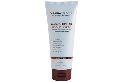 25. BEST ANTI-AGING MOISTURIZER WITH SPF: Mineral Fusion Mineral Facial Moisturizer for All Skin Types, SPF 40
