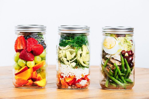 10 Mason Jar Salads That Will Make Your Co-Workers Jealous