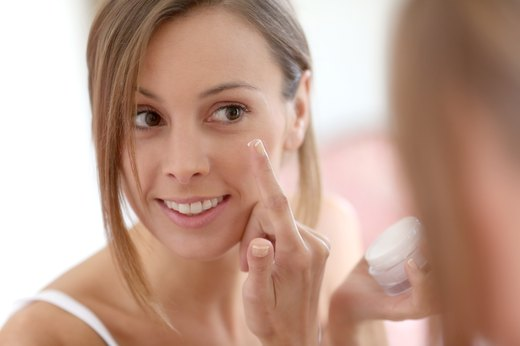 3. Apply an Oil-Free Moisturizer