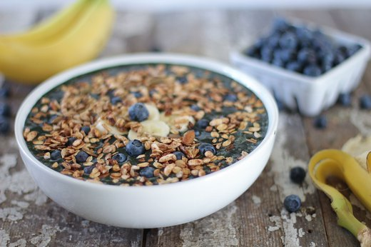 2. Blueberry-Banana Crunch Smoothie Bowl