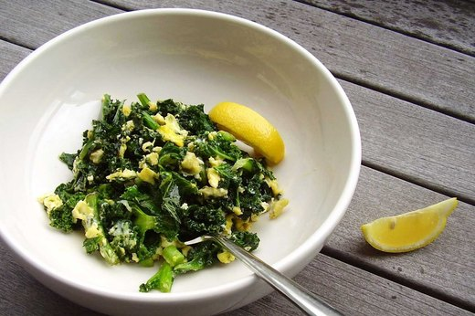 5. Kale Scramble Breakfast Bowl