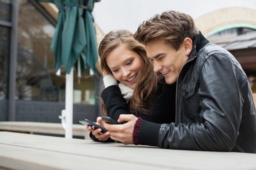 7 Ways Social Media Is Messing With Your Relationship