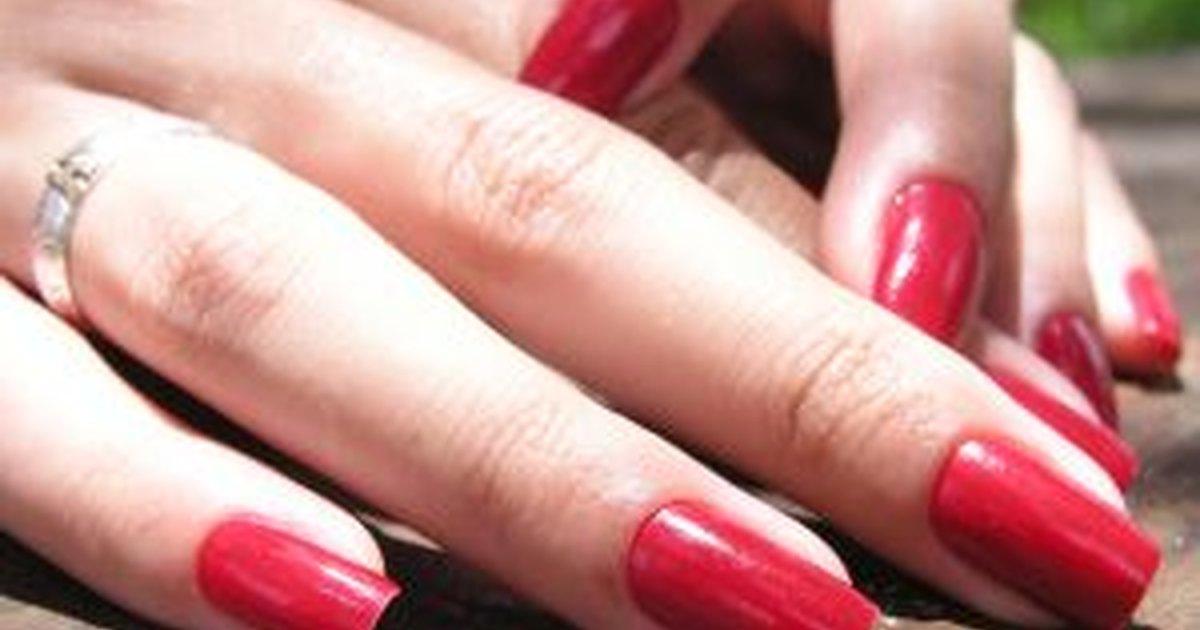 Tips on How to Apply Nail Polish | LIVESTRONG.COM