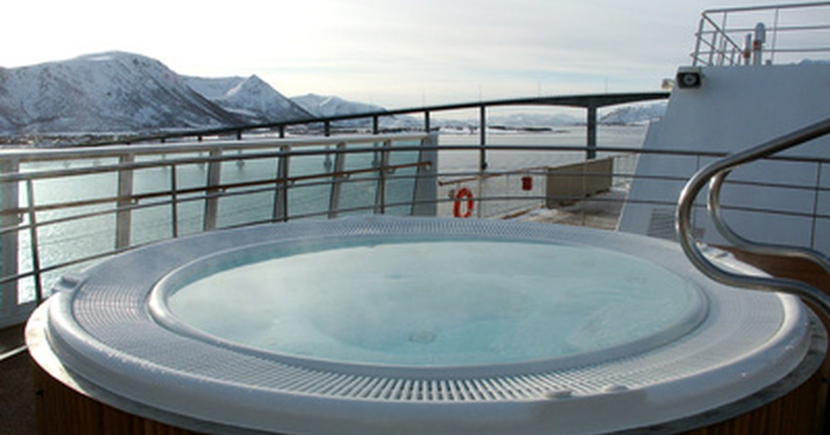 What Are the Benefits of Sitting in a Jacuzzi? | LIVESTRONG.COM