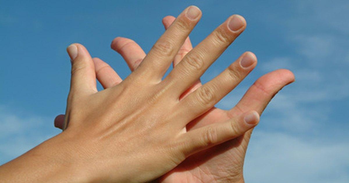Home Remedies for Dry, Cracked, Peeling & Bleeding Hands ...