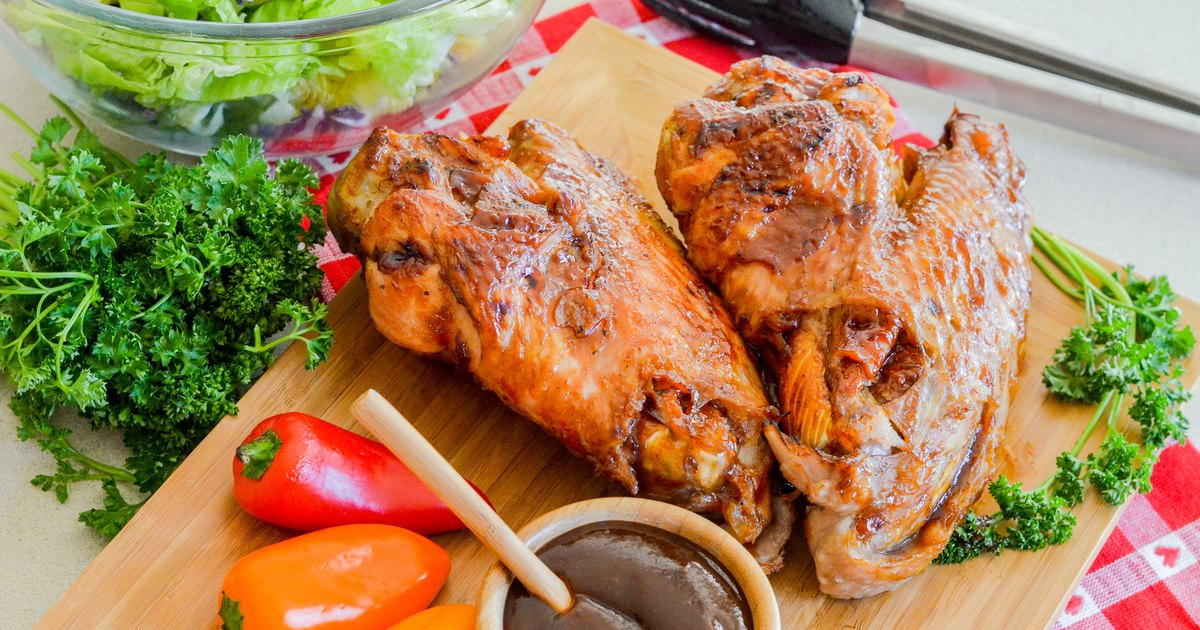 how to cook turkey wings in broth using a crock pot livestrong com. Black Bedroom Furniture Sets. Home Design Ideas