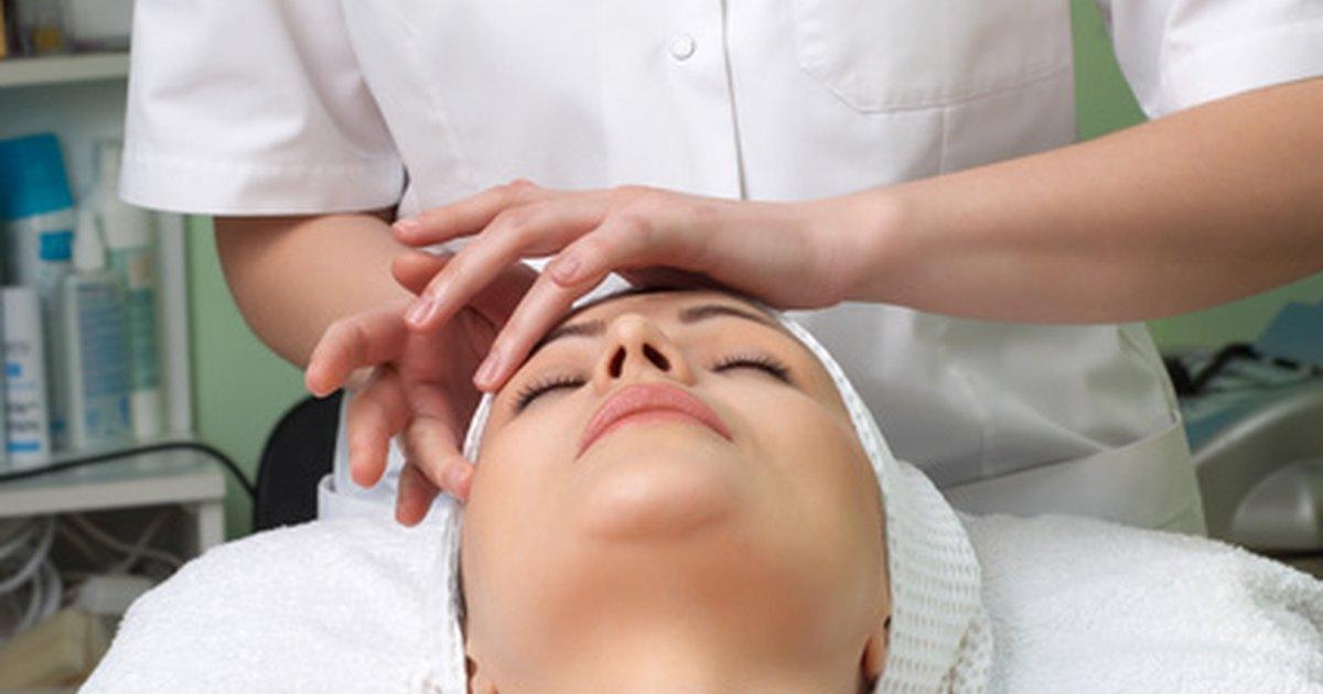 How to perform a facial massage